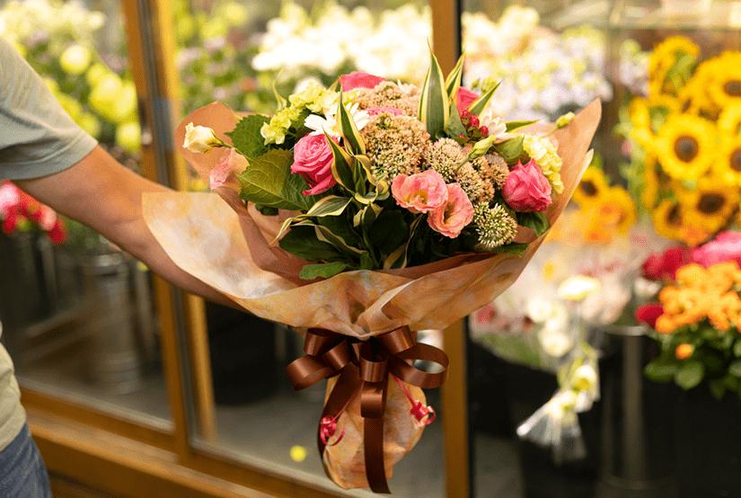 貰っても、飾っても、笑顔がこぼれるお花を